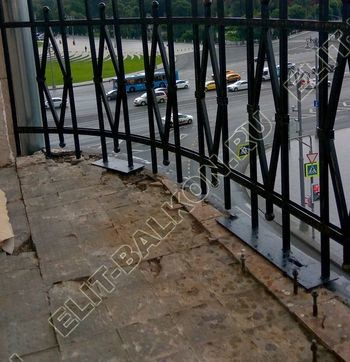 ukreplenie balkonnoj plity gidroizoljatsija ukladka plitki1 387x291 - Фото остекления окон № 38