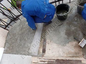 ukreplenie balkonnoj plity gidroizoljatsija ukladka plitki16 387x291 - Фото остекления окон № 38