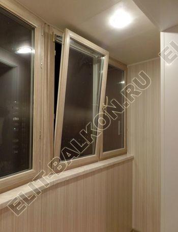 osteklenie lodzhii s vnutrennej otdelkoj obiedinenie s komnatoj teplyj pol19 387x291 - Фото остекления балкона № 43