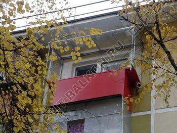 Balkon bez osteklenija krysha iz polikarbonata3 387x291 - Фото остекления балкона № 44