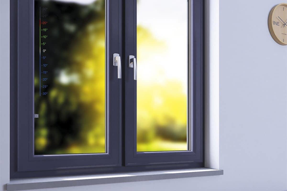 Встроенный в окно термометр