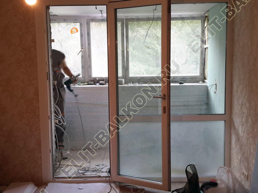 Osteklenie PVH lodzhii s betonnym parapetom vynos otdelka 10 - Объединение балкона и лоджий с комнатой и кухней