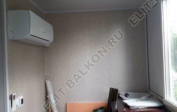 Osteklenie PVH lodzhii s betonnym parapetom vynos otdelka 20 387x291 - Фото остекления балкона № 52