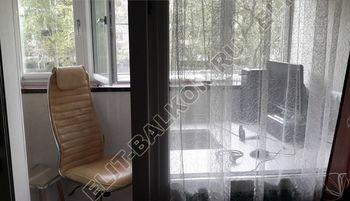 Osteklenie PVH lodzhii s betonnym parapetom vynos otdelka 24 387x291 - Фото остекления балкона № 52