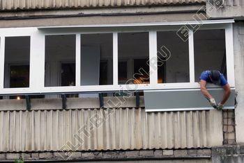 Osteklenie PVH lodzhii s betonnym parapetom vynos otdelka 26 387x291 - Фото остекления балкона № 52