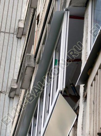 Osteklenie PVH lodzhii s betonnym parapetom vynos otdelka 27 387x291 - Фото остекления балкона № 52