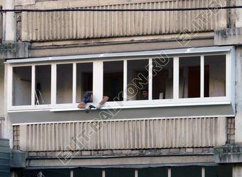 Osteklenie PVH lodzhii s betonnym parapetom vynos otdelka 28 1 387x291 - Фото остекления балкона № 52