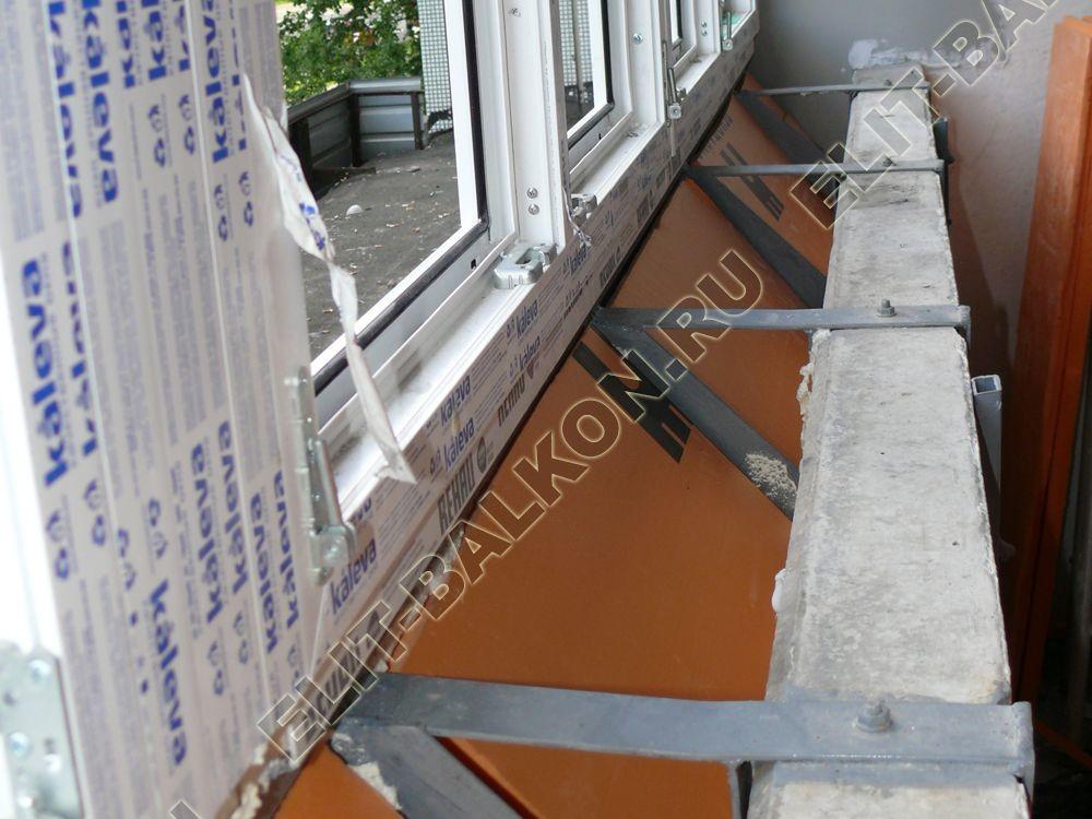 Osteklenie PVH lodzhii s betonnym parapetom vynos otdelka 29 1 - Утепление балконов и лоджий под ключ