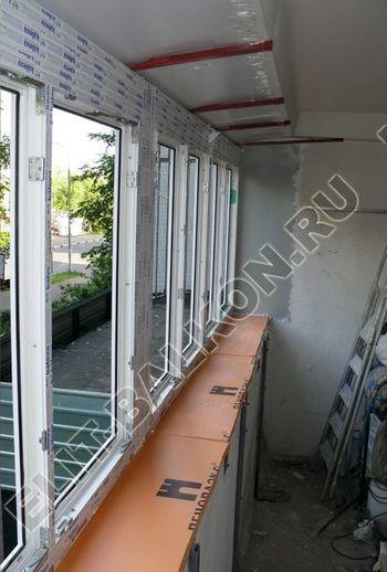 Osteklenie PVH lodzhii s betonnym parapetom vynos otdelka 33 387x291 - Фото остекления балкона № 52