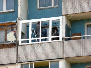 osteklenie lodzhii PVH s kryshej i vnutrennej otdelkoj 3 387x291 - Фото остекления балкона № 51