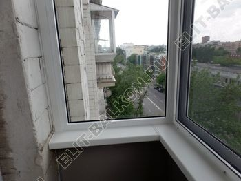 osteklenie balkona legkoj aljuminievoj konstruktsiej montazh kryshi 14 387x291 - Фото остекления балкона № 58