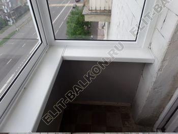 osteklenie balkona legkoj aljuminievoj konstruktsiej montazh kryshi 4 387x291 - Фото остекления балкона № 58