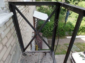 ukreplenie balkona vneshnjaja otdelka montazh novoj kryshi 13 387x291 - Фото остекления балкона № 59