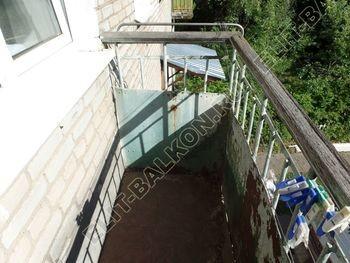 ukreplenie balkona vneshnjaja otdelka montazh novoj kryshi 2 387x291 - Фото остекления балкона № 59