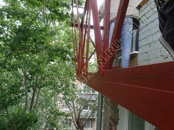 ukreplenie balkonnoj plity montazh novogo parapeta s vynosom 7 387x291 - Укрепление балконной плиты и парапета. Фото одного балкона. Каширское шоссе, дом 50