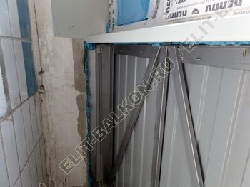 osteklenie lodzhii PVH montazh novogo parapeta 12 387x291 - Фото остекления балкона № 63