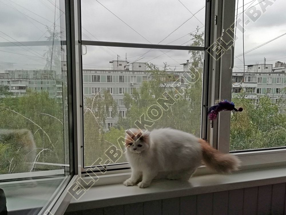 Сетка антикошка на раздвижные окна балкона