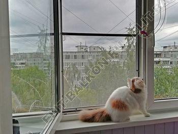 setka antikoshka ustanovlena 3 387x291 - Москитные сетки антикошка на пластиковые окна для балконов и лоджий