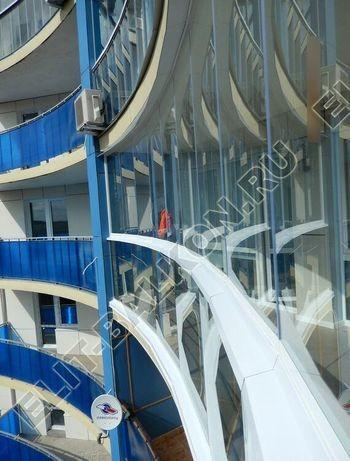 bezramnoe osteklenie balkona Zhemchuzhina ZhK Parus 2 387x291 - Безрамное остекление балконов