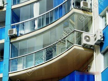 bezramnoe osteklenie balkona Zhemchuzhina ZhK Parus 3 387x291 - Безрамное остекление балконов
