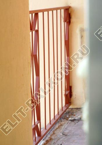 kovannyj parapet na balkone 15 387x291 - Фото кованного парапета балкона № 80